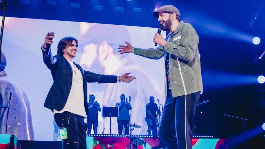 Juanes and Juan Luis Guerra in concert