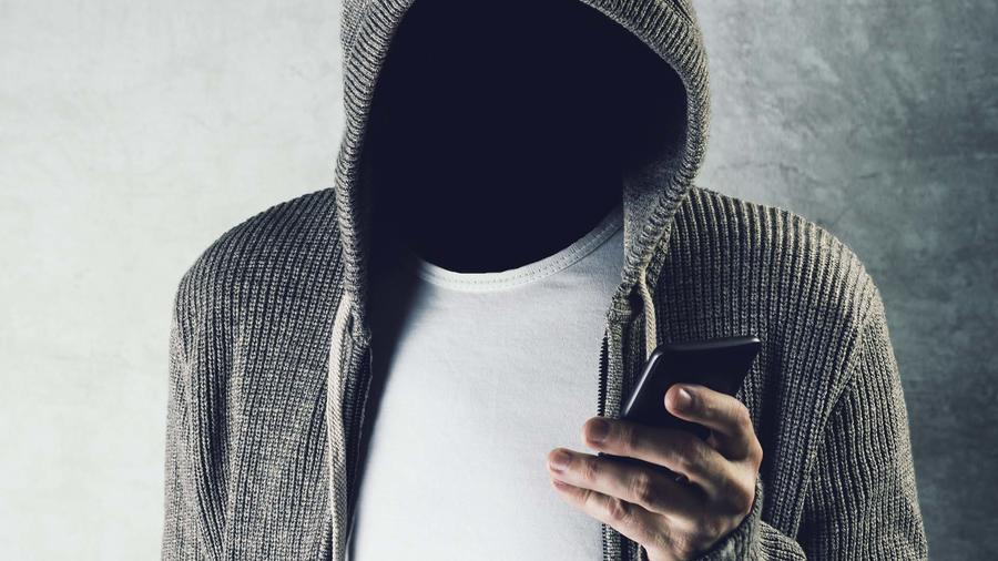 Ladrón roba teléfono celular