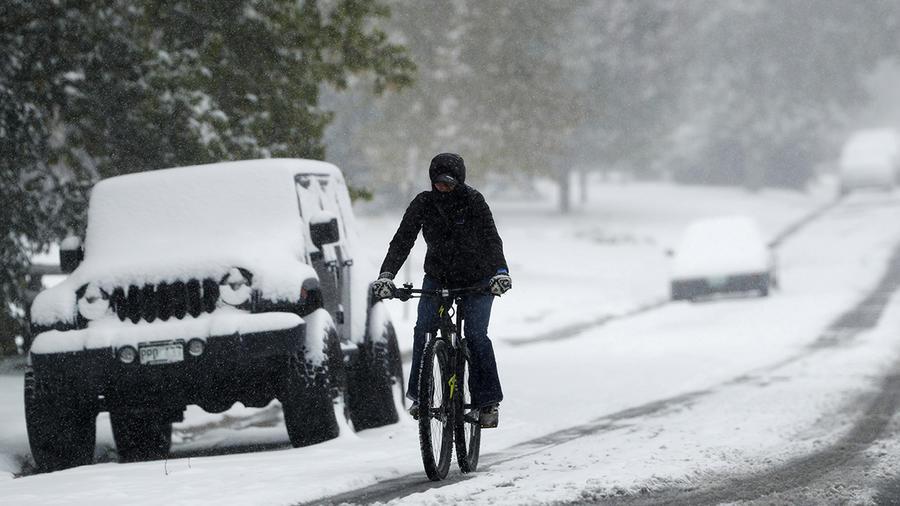 Una potente e inesperada tormenta invernal azota el norte del país.