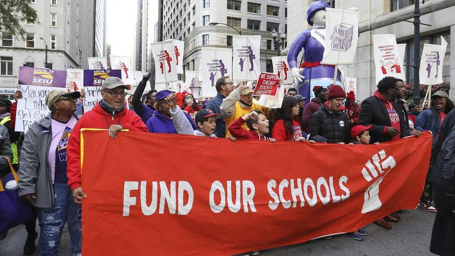 Maestros de Chicago y sus partidario, durante una marcha de protesta del pasado lunes.