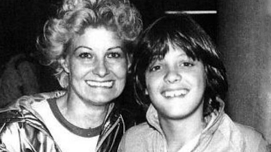 Luis Miguel y su mamá Marcela Basteri en 1983.