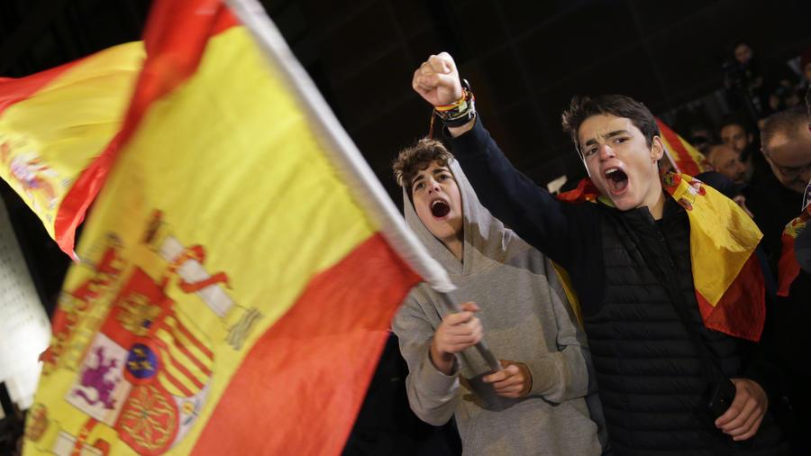 Seguidores del partido ultraderechista Vox, este domingo en Madrid.