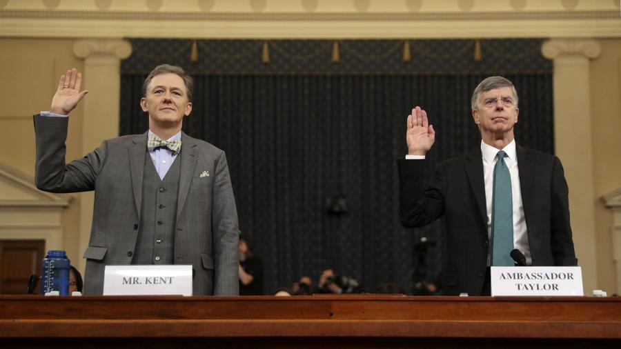 Los diplomáticos George Kent (izquierda) y William Taylor juraron hoy ante el Congreso.