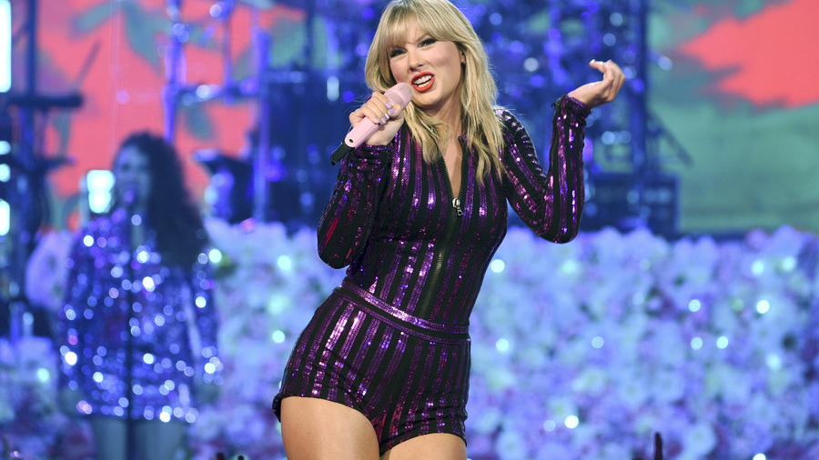 This Is Why Taylor Swift Questions Her American Music Awards Performance