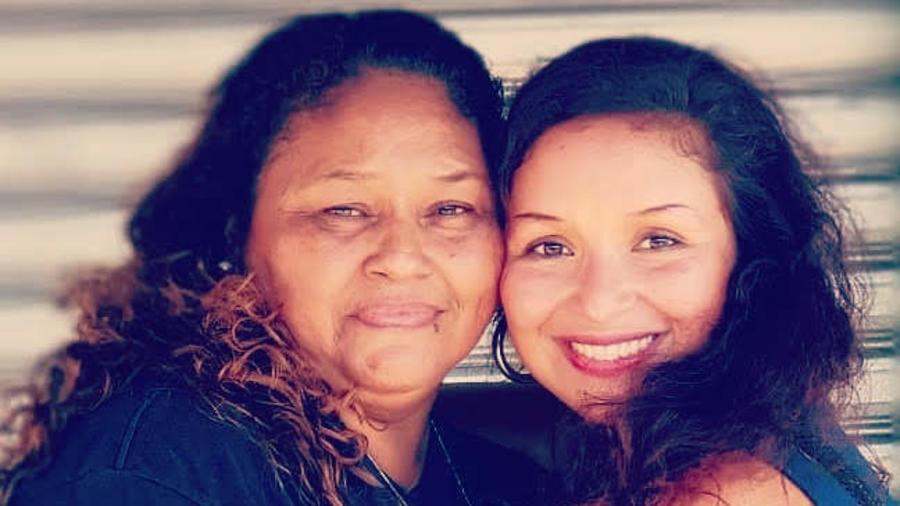 Mariela y su madre biológica
