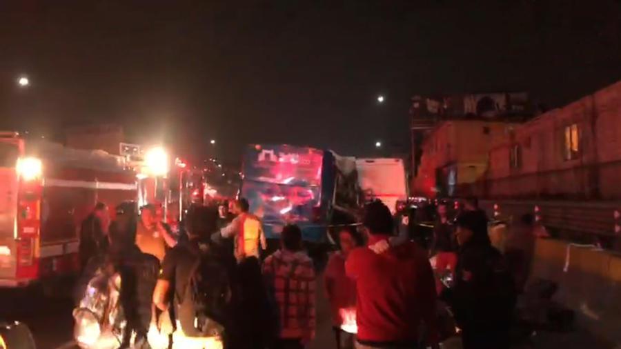 Escenario de accidente de tres autobuses en México este lunes.
