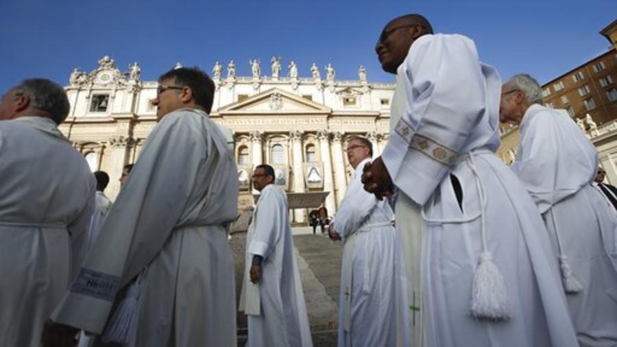 Sacerdotes, Vaticano
