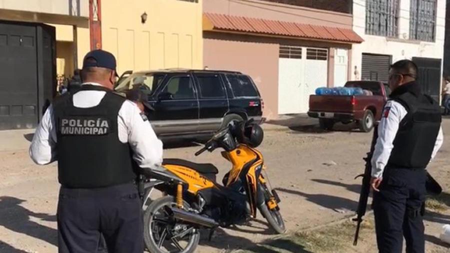 Policía Municipal en las cercanías del centro de rehabilitación donde varios jóvenes fueron secuestrados.