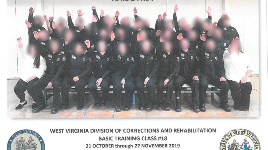 Miembros de la clase de entrenamiento básico número 18.