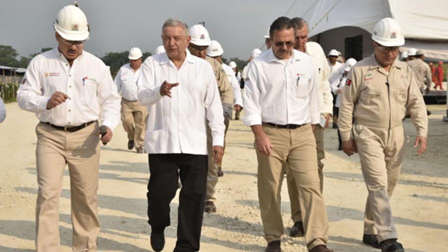 El presidente de México, Andrés Manuel López Obrador, visita este viernes un yacimiento de petroleo recié descubierto en el estado de Tabasco.