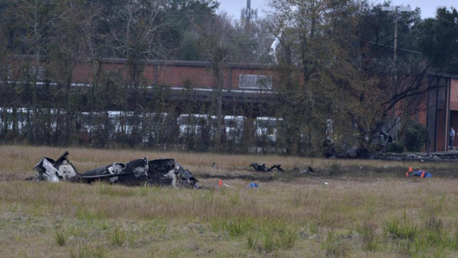 Los restos de la avioneta que se estrelló este sábado en Lafayette, Luisiana.