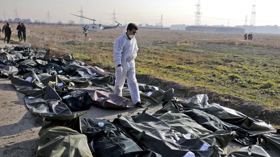 Cuerpos recuperados del avión ucraniano que se estrelló en Irán