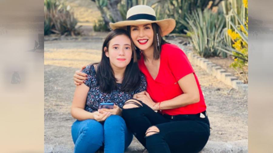 Carmen Villalobos con una fan mexicana