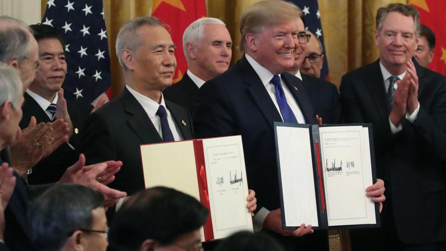 El presidente Donald Trump y el viceprimer ministro chino Liu He firmaron este miércoles en la Casa Blanca la primera fase del acuerdo comercial que pone una tregua a 18 meses de guerra económica entre China y Estados Unidos.