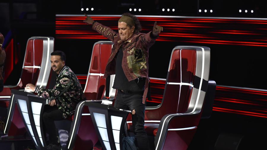 Carlos Vives celebra durante las audiciones a ciegas de La Voz US 2