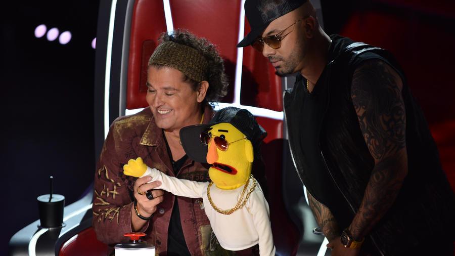 Carlos Vives, Wisin y la marioneta de Wisin en La Voz US 2
