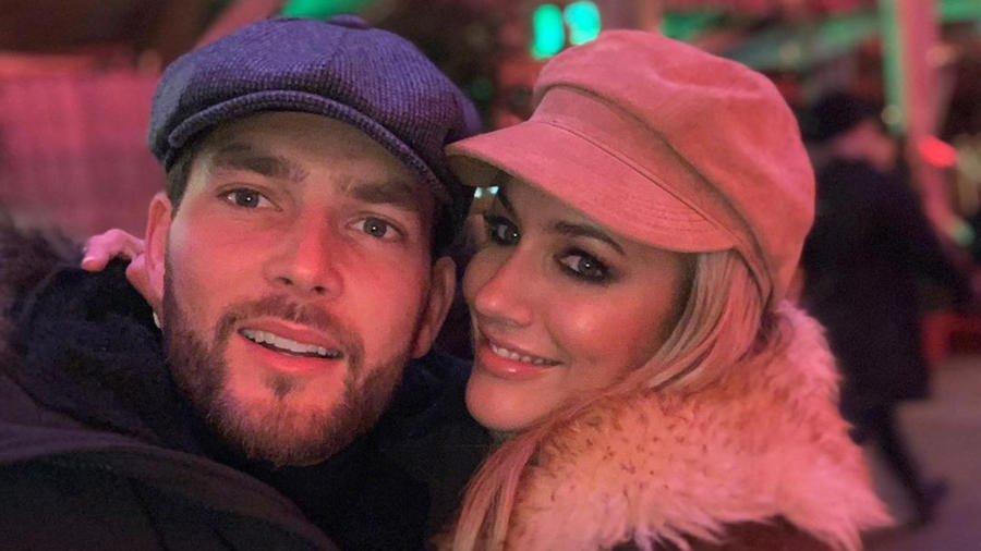 Caroline Flack y su novio Lewis Burton