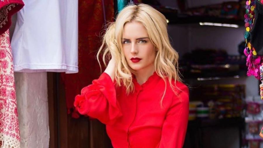 Tania Ruiz traje rojo