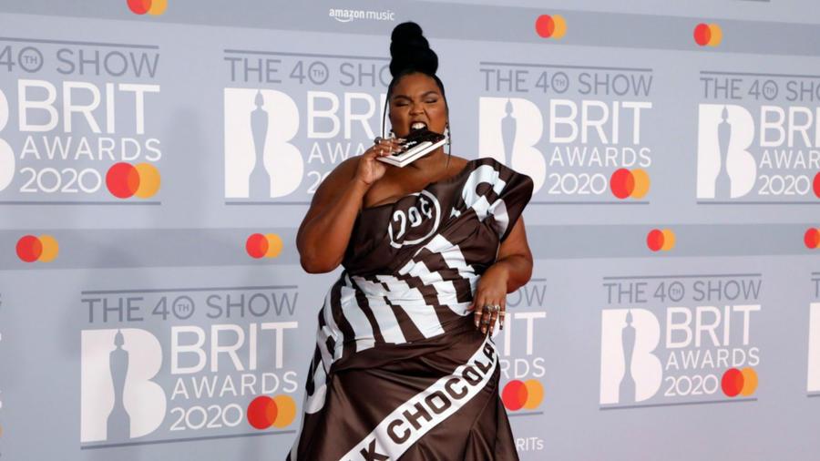 Lizzo en la alfombra roja de los BRIT Awards 2020