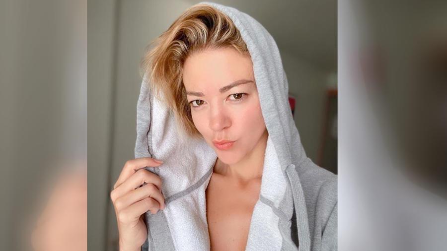 Fernanda Castillo posando
