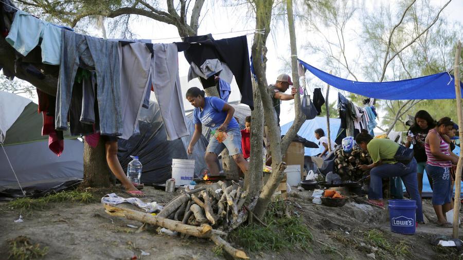 Personas migrantes en un albergue de Matamoros, en el norte de México. Hay pocas medidas sanitarias en este tipo de lugares.