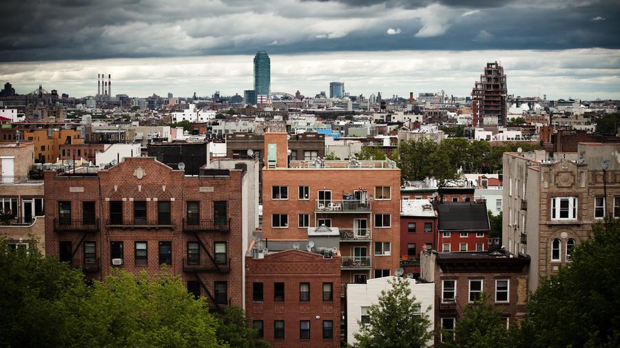 Edificios de apartamentos desde una azotea en Williamsburg, Brooklyn, Nueva York.