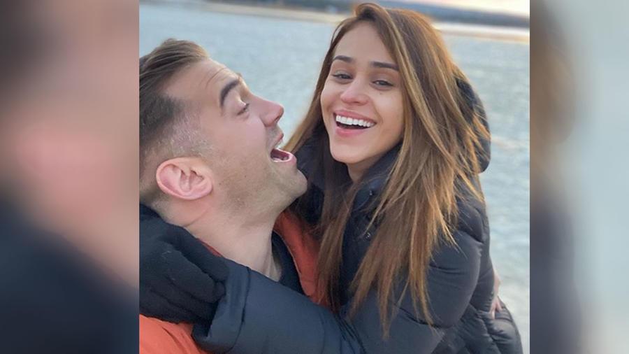 Yanet García con su novio Lewis Howes