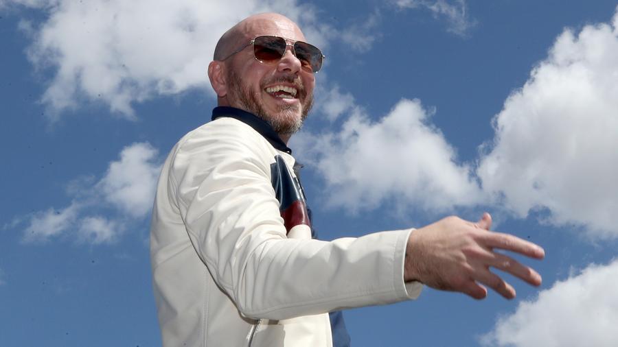 Pitbull presents new song