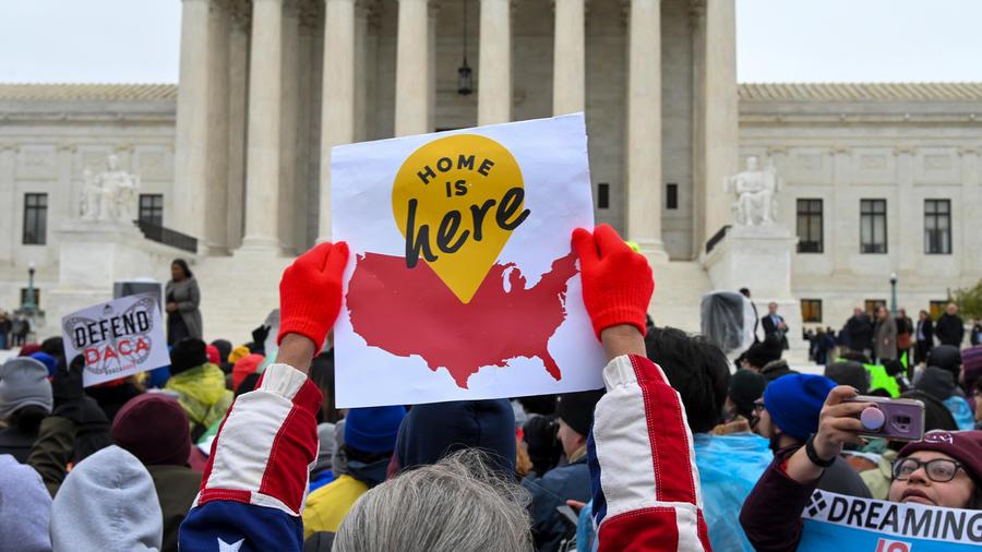 Protestas frente a la Corte Suprema de EE.UU. por el programa DACA en una imagen de archivo.