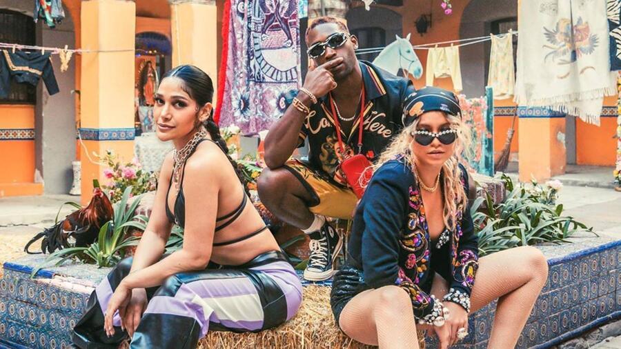 """Farina, Tinie, Sofía Reyes, en el video """"Whoppa"""""""