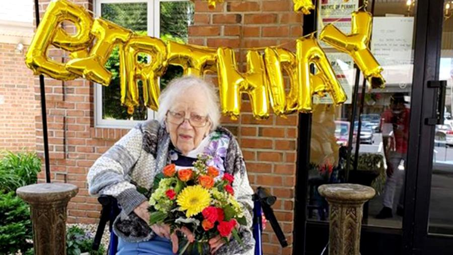Leora Martin cumpleaños 100