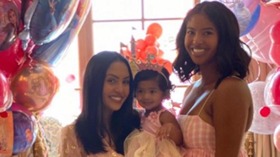 Vanessa Bryant con sus hijas Natalia, Bianka y Capri