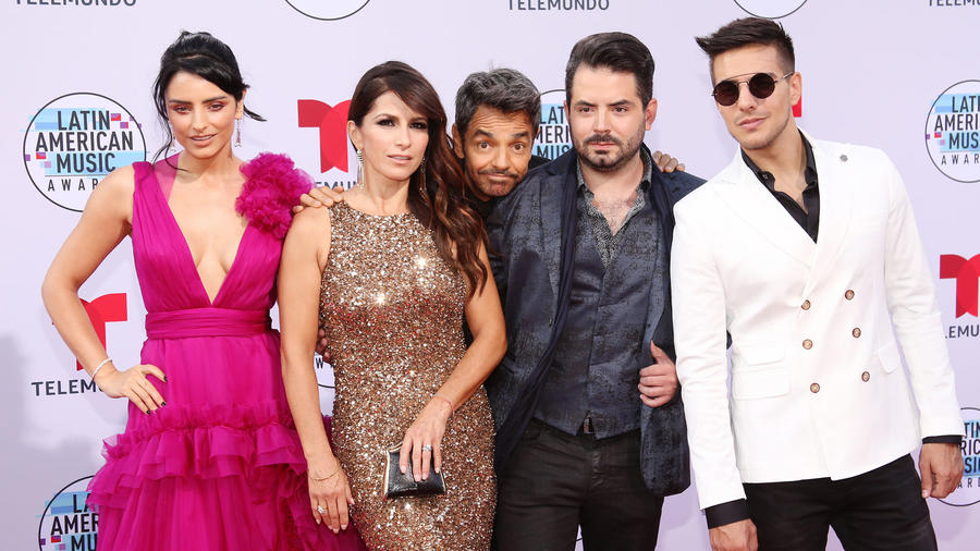 Los Derbez en los Latin American Music Awards