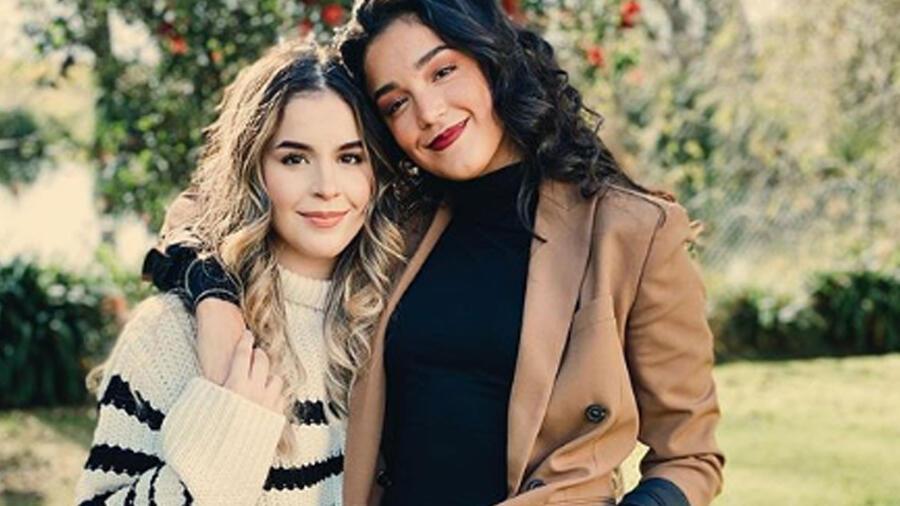 Alejandra Capetillo y Ana Paula Capetillo posando