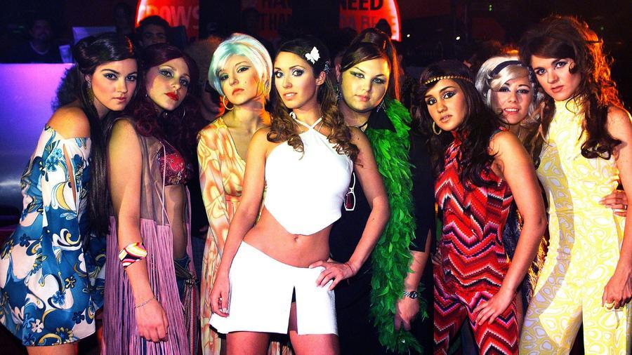 Mayte Perroni, Karla Cossío, Angelique Boyer, Anahí, Estefanía Villarreal, Dulce María y Zoraida, durante la telenovela 'Rebelde' México, 2006.