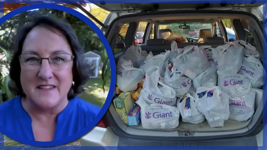 Profesora dona comida para necesitados