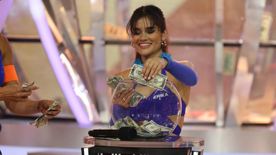 Erika entra al Súper Domo de El Domo del Dinero