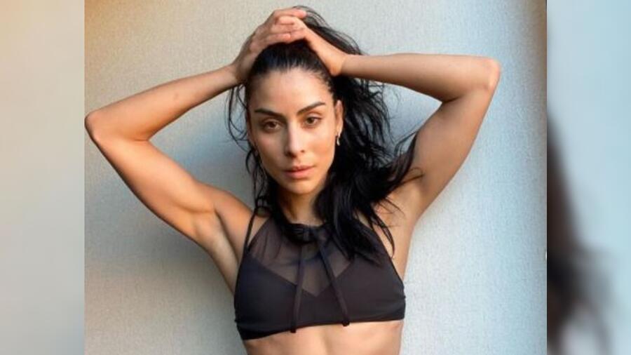 María León posando sexy