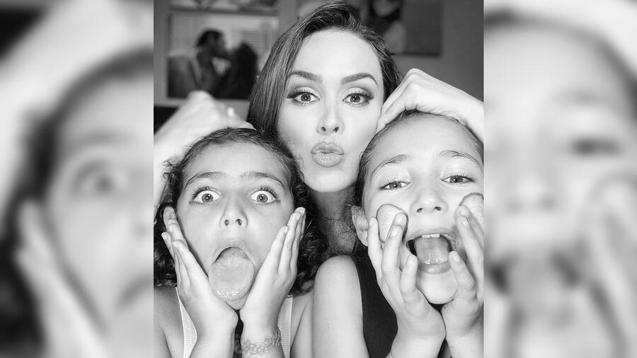 Jacky Bracamontes y sus hijas Jacky y Caro