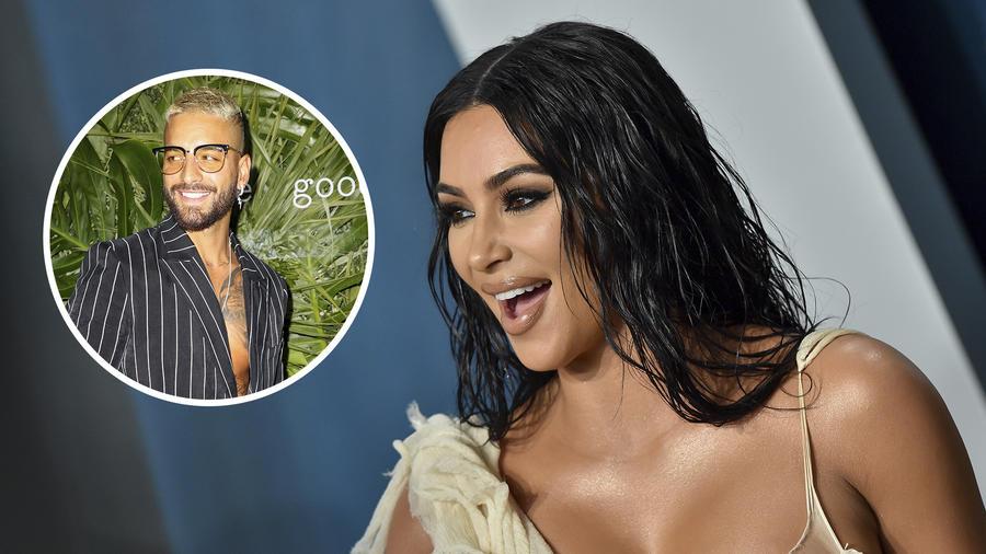 Kim Kardashian y Maluma sonriendo.