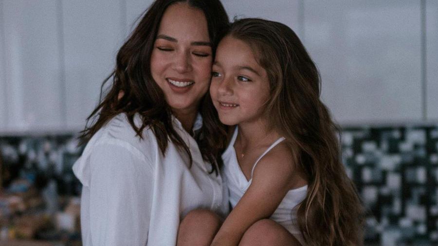 Adamari López con su hija Alaia.