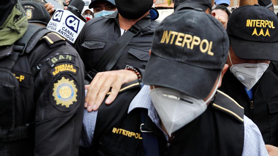 Miembros de la Interpol en la Ciudad de Guatemala, agosto de 2020.