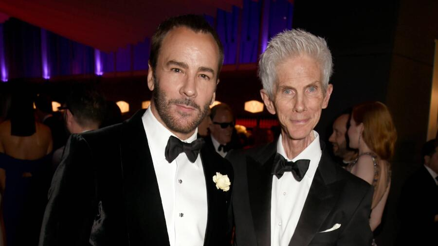 Tom Ford con su esposo Richard Buckley en la Vanity Fair Oscar Party, 2017