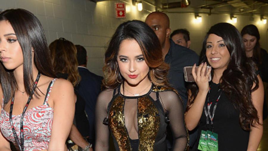Becky G detrás de cámaras en el iHeartRadio Fiesta Latina