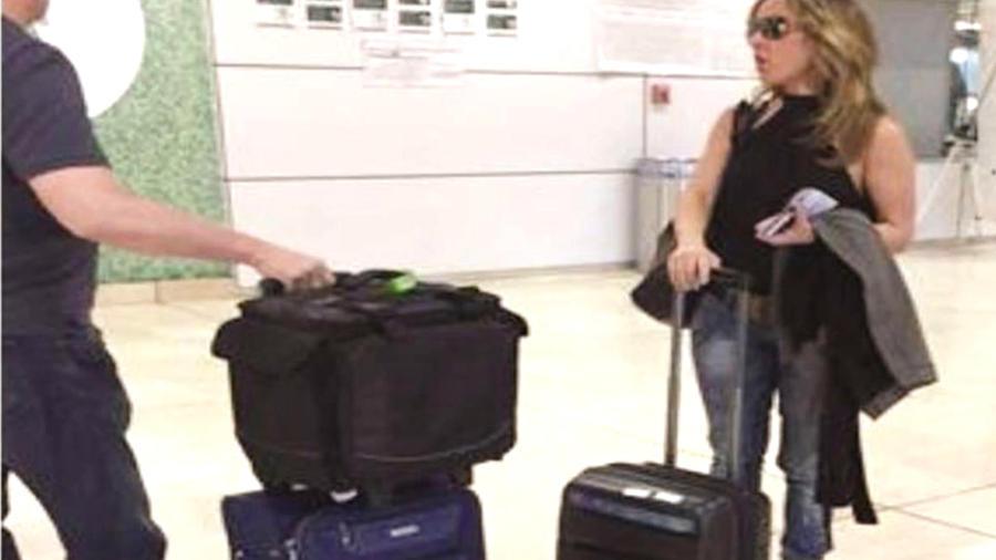 kate-con-maletas