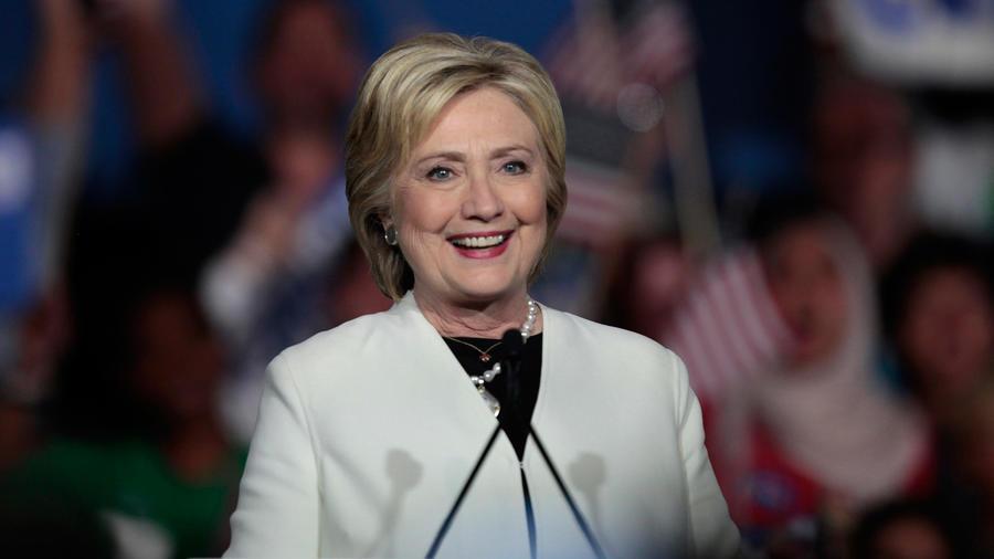 Hillary Clinton conoslida su liderzago en 7 estados