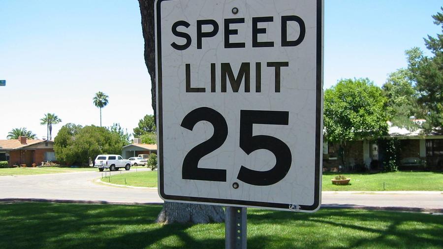 letrero límite velocidad