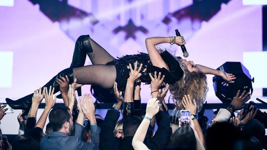Paulina Rubio Alexis y Fido Premios Billboard 2016