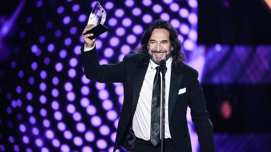 Marco Antonio Solis recibe reconocimiento en Premios Billboard 2016
