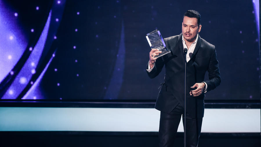 Victor Manuelle recibe reconocimiento en Premios Billboard 2016